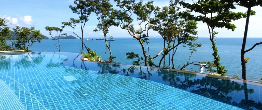 An infinity swimming pool with ocean view.
