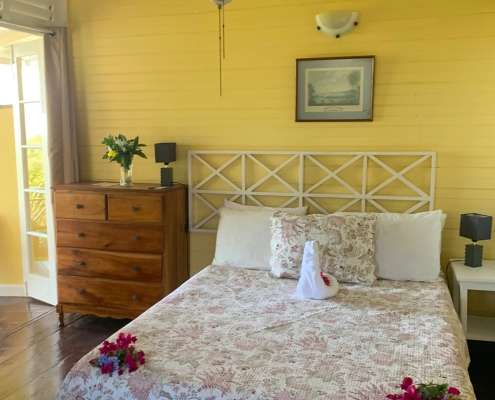 Double ensuite room with ocean views - Period cottage rooms at Green Castle Estate